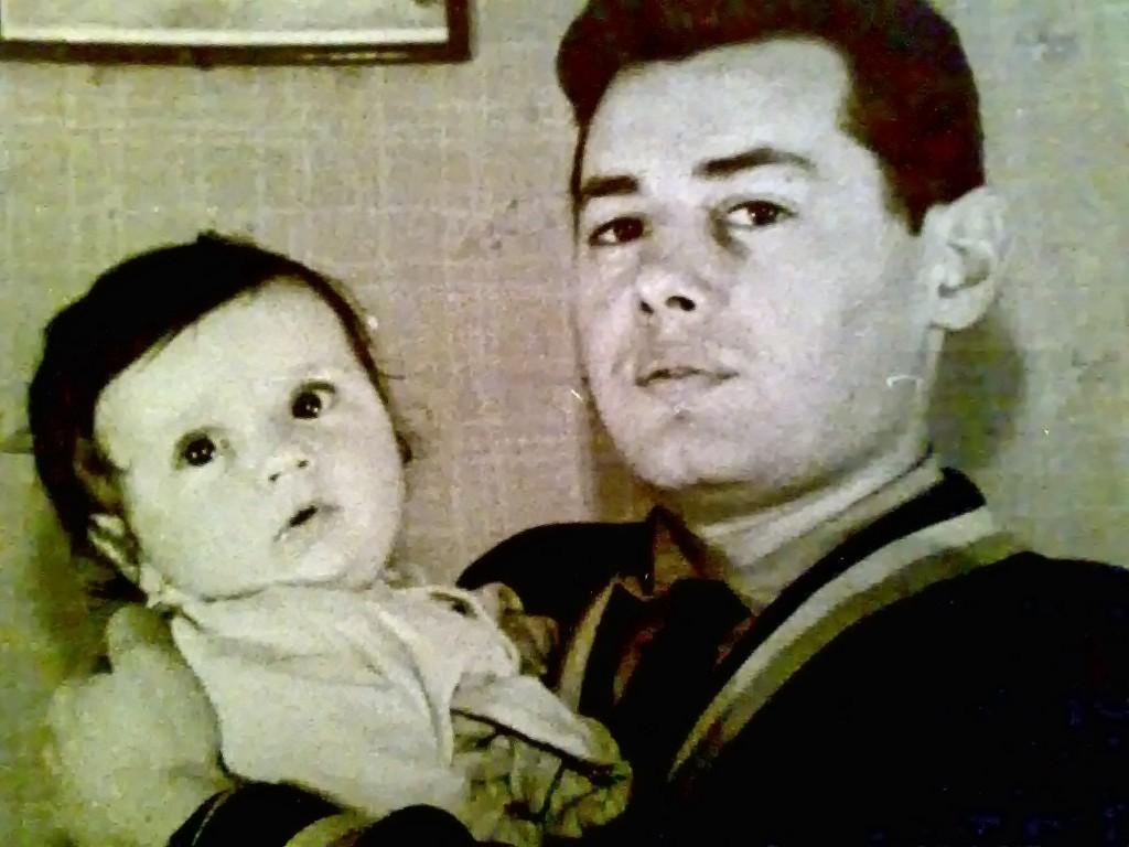 С лева моя старшая сестра Кунина Елена Михайловна, с права наш папа Кунин Михаил Капитонович